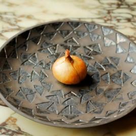 Keraminė lėkštė su geometriniais ornamentais