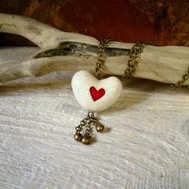 Baltas širdies formos pomanderis su žvangučiais