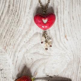 Ryškiai raudonas širdies formos pomanderis