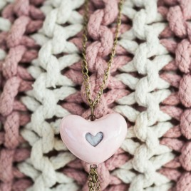 Šviesiai rožinis pomanderis su melsva vilna. Širdelės formos