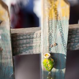 Žalias pomanderis su geltona vilna viduje