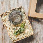Birios arbatos sietelis su žalsvu paukšteliu. Puiki dovana mėgstantiems gerti plikomą arbatą. Pagaminta su meile Murdeko keramikos dirbtuvėje.
