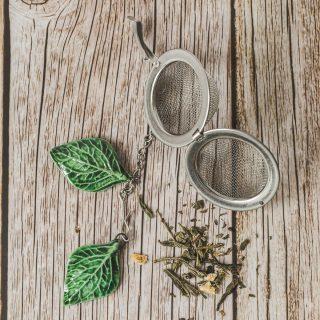 Birios arbatos sietelis su lapeliais. Puiki dovana mėgstantiems gerti plikomą arbatą. Pagaminta su meile Murdeko keramikos dirbtuvėje.