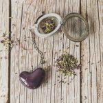 Birios arbatos sietelis su violetine širdele. Puiki dovana mėgstantiems gerti plikomą arbatą. Pagaminta su meile Murdeko keramikos dirbtuvėje.