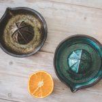 Keraminės rankinės citrusinių vaisių sulčiaspaudės. Puikiai tinka citrinoms, apelsinams, laimams spausti.